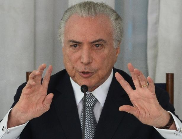 22dez2016---o-presidente-michel-temer-no-palacio-da-alvorada-em-brasilia-1483123077200_615x470