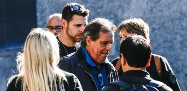 2ago2015-luiz-eduardo-oliveira-e-silva-centro-irmao-do-ex-ministro-jose-dirceu-deixa-a-sede-da-policia-federal-em-sao-paulo-nesta-segunda-feira-3-ele-foi-preso-durante-a-17-fase-da-opera