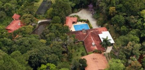 vista-aerea-de-sitio-em-atibaia-sp-atribuido-ao-ex-presidente-lula-1517764714878_615x300