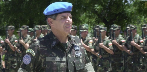 general-augusto-heleno-ribeiro-pereira-no-haiti-1505913458261_615x300