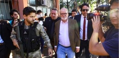 23mai2018---o-ex-governador-de-minas-gerais-eduardo-azeredo-psdb-chega-ao-iml-instituto-medico-legal-de-belo-horizonte-para-passar-por-exame-de-corpo-de-delito-1527106867060_615x300