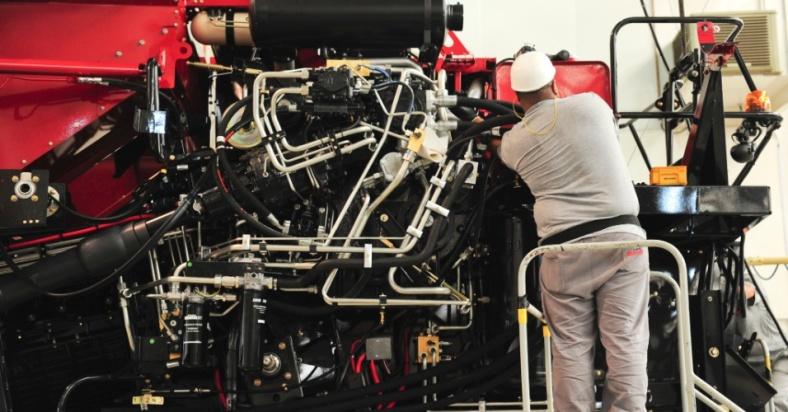 quando-a-maquina-esta-praticamente-pronta-ela-recebe-gasolina-e-oleo-e-e-ligada-para-testes-1379708814228_956x500