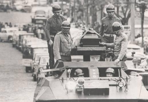 REPRODUCAO S2 SOLDADO ARQUIVO 27/06/1968 SOLDADO ED/GERAL OE - ENTERRO DO SOLDADO MARIO KOZEL FILHO, QUE MORREU NUM ATENTADO POLITICO EM 1968. FOTO ROLANDO/ AE.