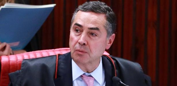 31ago2018---o-ministro-luis-roberto-barroso-durante-sessao-extraordinaria-no-tribunal-tribunal-superior-eleitoral-tse-em-brasilia-df-nesta-sexta-feira-31-1535746455936_615x300