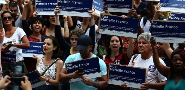 mil-placas-em-homenagem-a-marielle-franco-1539543665590_615x300